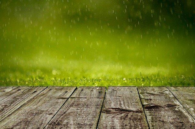 Zbiorniki na deszczówkę – czy warto je montować w domach jednorodzinnych?